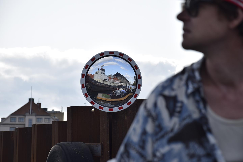 Spejl ved kanal rundt om Papirøen.