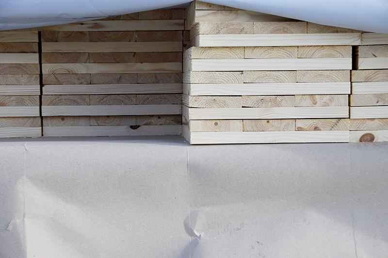 Papirøen - Christiansholm Ø. Træplader til brug ved pæleramning.