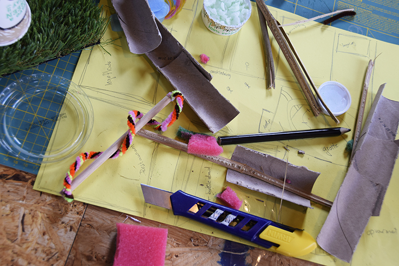 PAPIRØENS egen byggeskole. Materialer og tegninger.