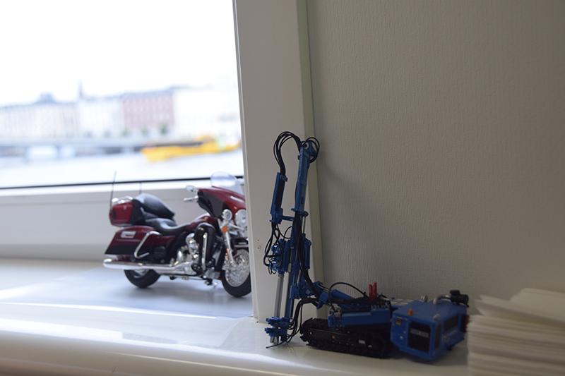 Papirøen - Christiansholm Ø. Legetøjsrambuk i byggepladskontoret.