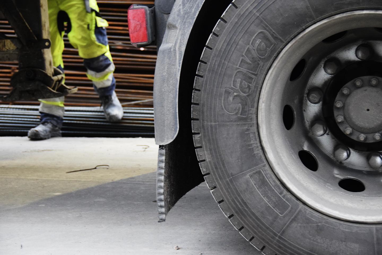 Lastbil detalje hjul PAPIRØENS byggeplads