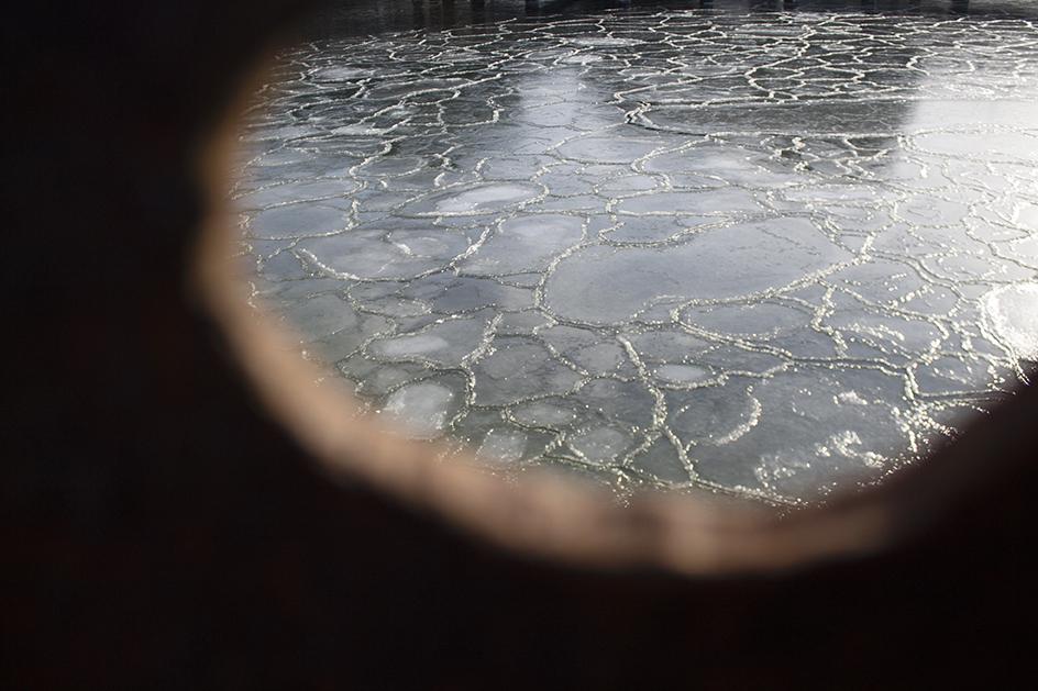 PAPIRØEN - is ved spuns omkring byggegruben.