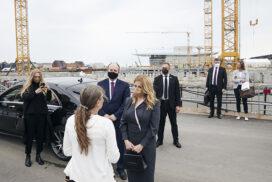 PAPIRØEN - statsbesøg af præsident Zuzana Čaputová. Modtagelse ude på byggepladsen. Operaen i baggrunden.